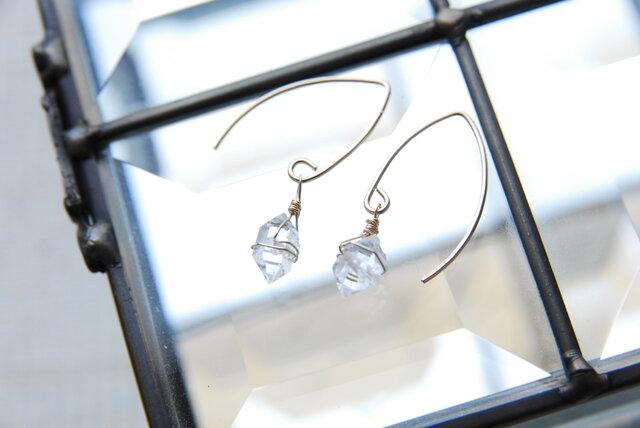 N.Y産ハーキマーダイヤモンド水晶の小さめのマーキスフックピアス 14kgfの画像1枚目