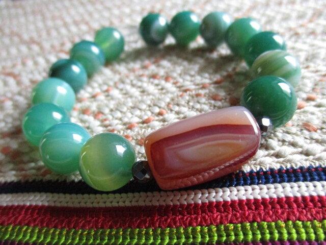 緑縞瑪瑙と古珠瑪瑙 四角水晶のブレスレットの画像1枚目
