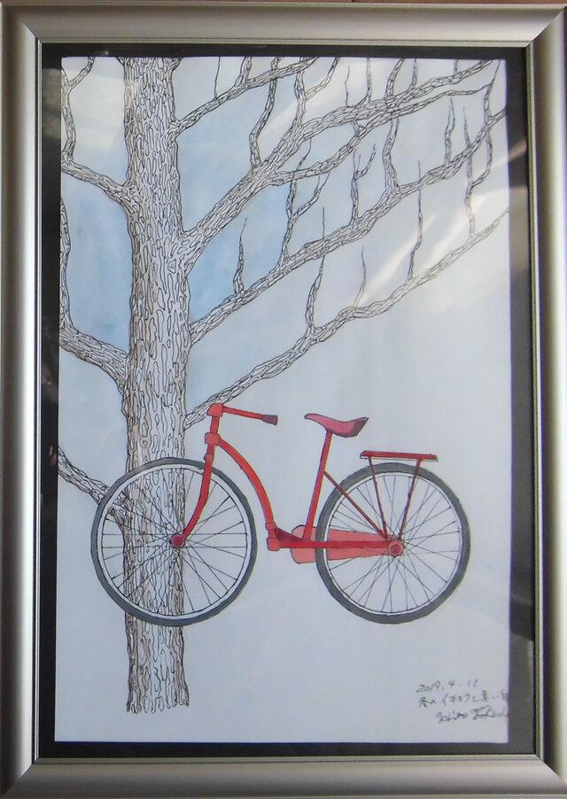 冬のイチョウと赤い自転車の画像1枚目
