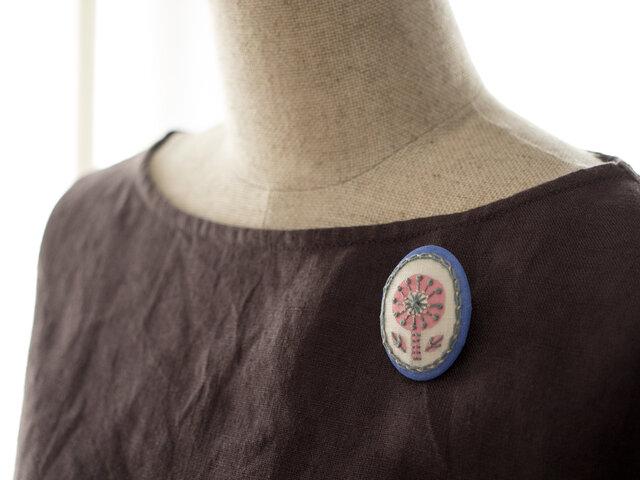 春風ガールのボタニカル刺繍ブローチの画像1枚目