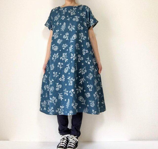 ステッチ刺繍調*草花のフレアワンピース*やわらかダブルガーゼ*半袖の画像1枚目