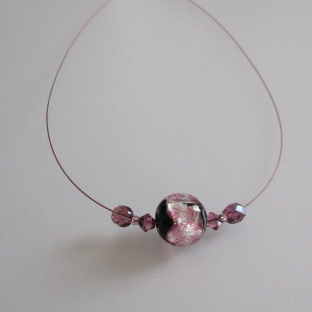 ホタルガラス*夜桜、ナイロンコートワイヤーのネックレスの画像1枚目
