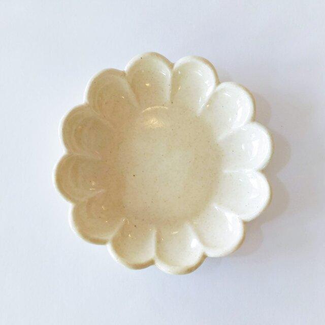 花形の取り皿(クリーム色)の画像1枚目