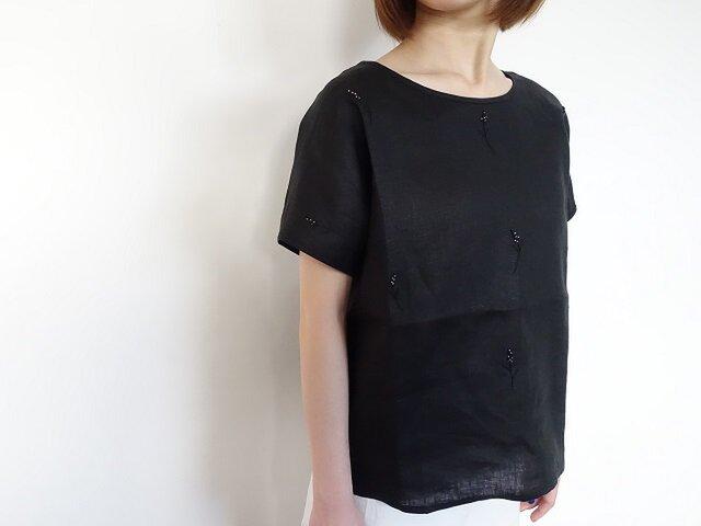 ビーズ刺繡リネンTシャツ<ムスカリ/ブラック>の画像1枚目