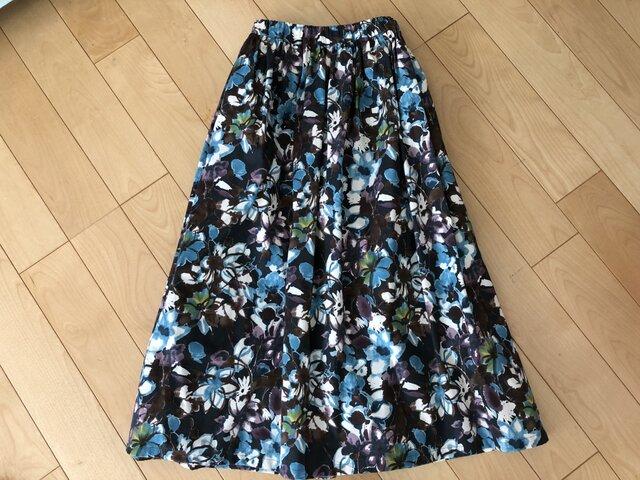 SALEパープル&ブルー花柄ギャザースカート(黒地)の画像1枚目