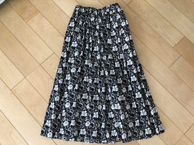 【SALE】表・裏 綿100% 白い花リップル織りギャザースカート(黒地)の画像1枚目