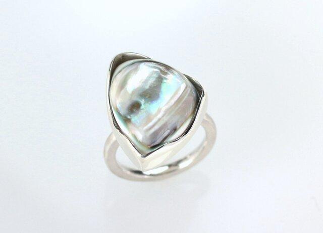 夜光貝のリング(トリリアント型)の画像1枚目