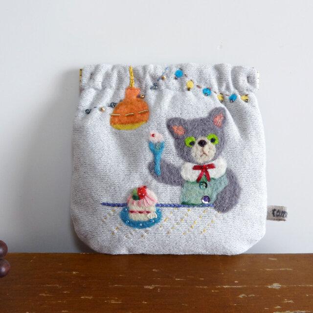 羊毛フェルト刺しゅうのパカパカポーチ(ネコ)の画像1枚目