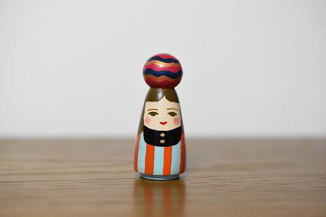 球体者(オレンジ水色縦縞服)の画像1枚目