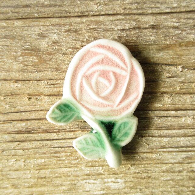 陶器で出来たバラのブローチの画像1枚目