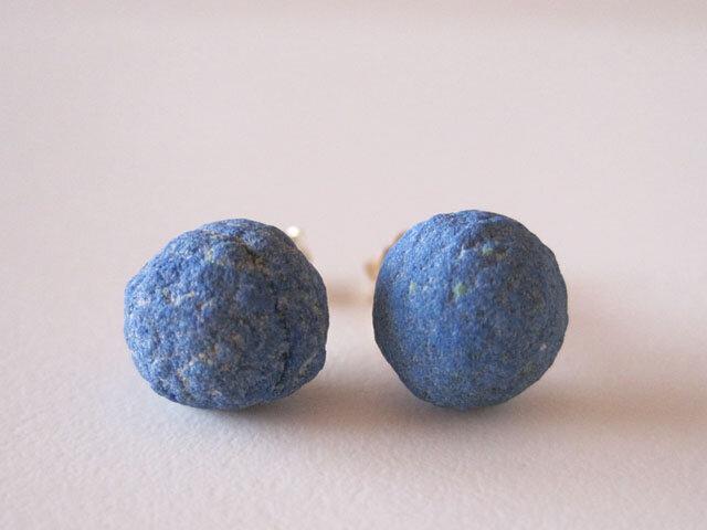 アズライトボールの原石ピアス/Russia 14kgfの画像1枚目