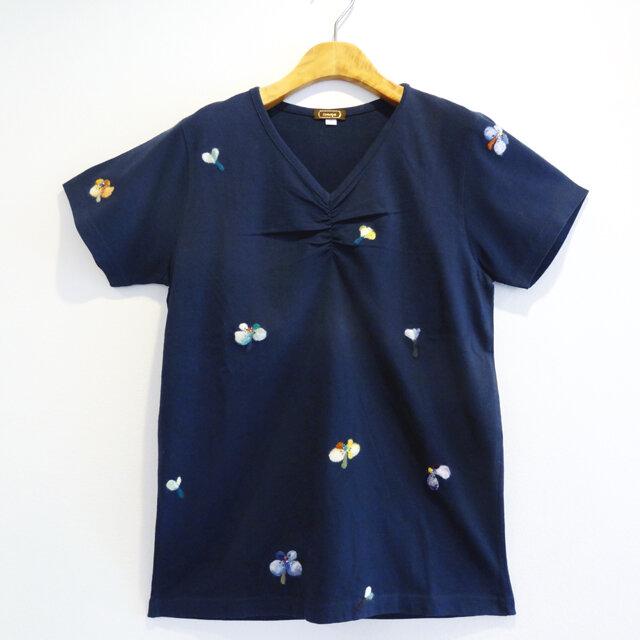 【送料無料】羊毛フェルト刺しゅうの半袖カットソー(ネイビー・小花柄)の画像1枚目