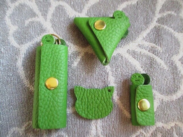 【GWお得セット】新緑のグリーン 1本用キーケース、三角コインケース、コードホルダー、ネコチャームセットの画像1枚目
