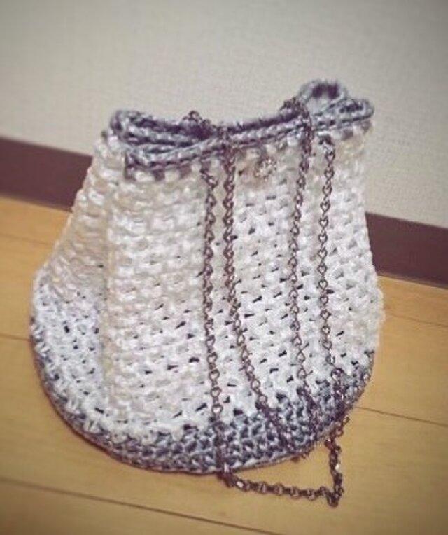手編み*シルバーとホワイトのバッグ* ショルダーバッグ   スズランテープ バッグ  送料無料  【HANDMADE*HK*】の画像1枚目