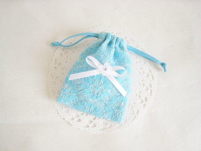 可愛いリボンとお花を付けたレースのミニ巾着袋(水色)の画像1枚目