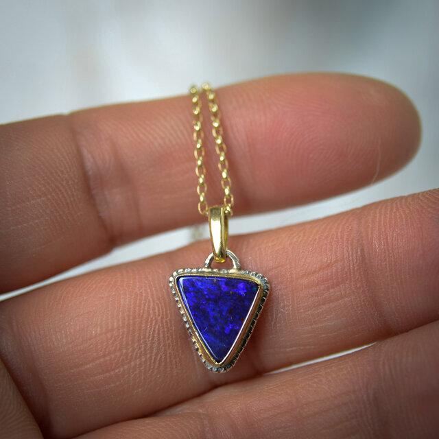 オーストラリア・オパール(ボルダー・オパール)のペンダント 青の三角の画像1枚目