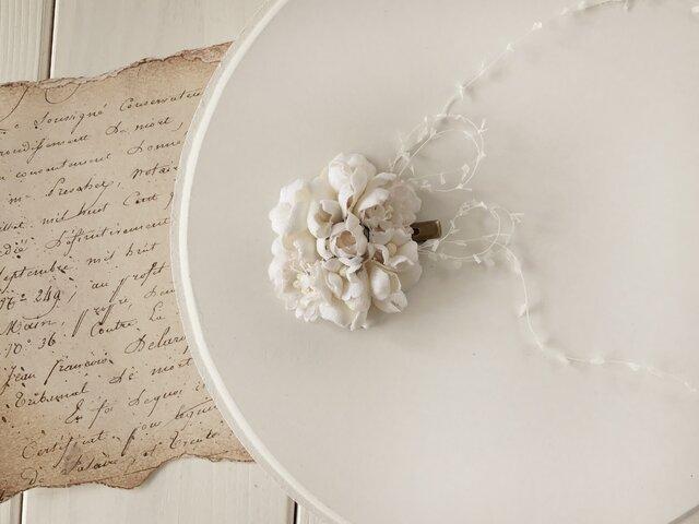 染め花のミニクリップ(オフホワイト)の画像1枚目