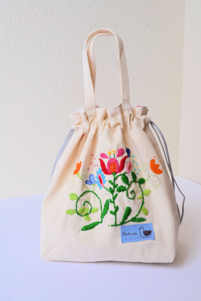 ママが可愛くなっちゃう手刺繍 巾着バッグ♪の画像1枚目