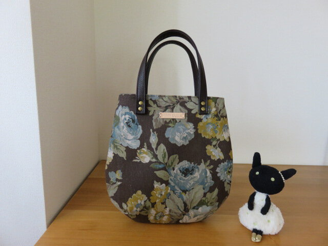 yuwa 茶系バラ柄綿麻生地のたまご型トートバッグの画像1枚目