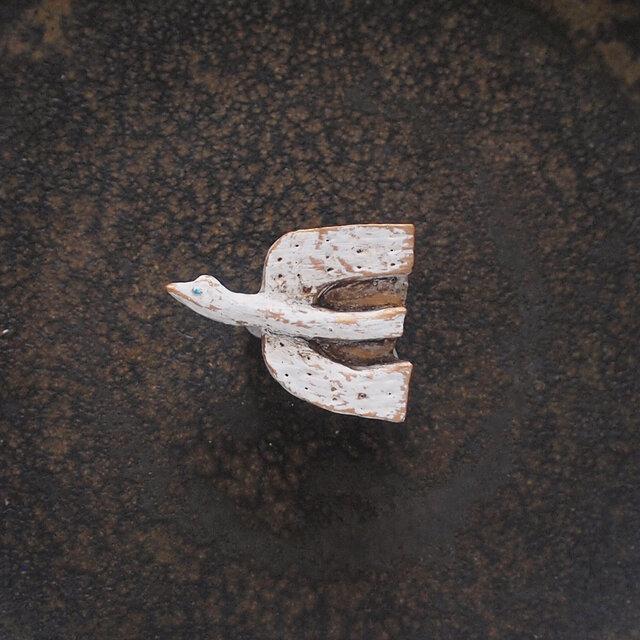 ブローチ 小さな鳥 (ボックス付き)の画像1枚目
