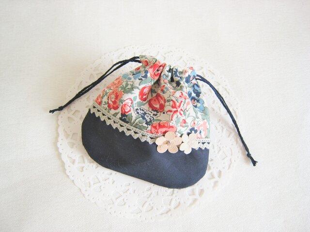 フラワーモチーフを飾った可愛い花柄ミニ巾着の画像1枚目
