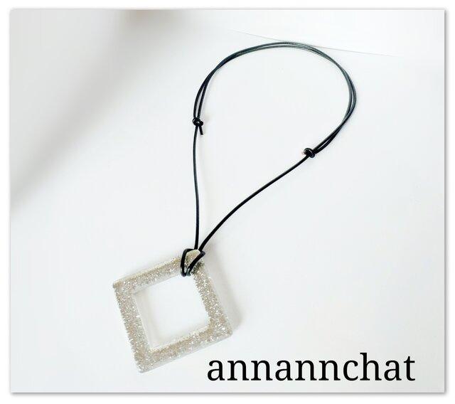 【イタリア製 シルバー&クリスタル 本革ネックレス】グラスコードとしても 長さ調節可能 透明 金属不使用 の画像1枚目