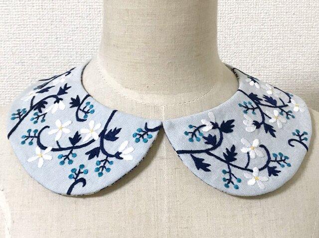 手刺繍つけ襟(水色)の画像1枚目