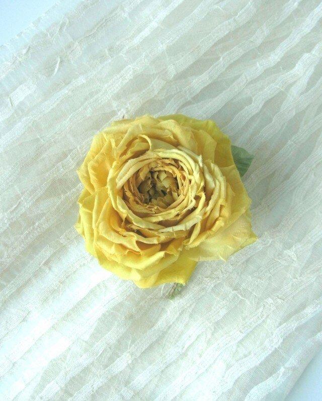 【展示作品】黄色の巻き薔薇 * 2種のシルク製 * コサージュの画像1枚目