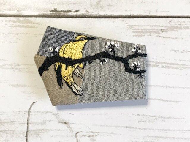 手刺繍浮世絵ブローチ*小原古邨「梅に高麗鶯」の画像1枚目