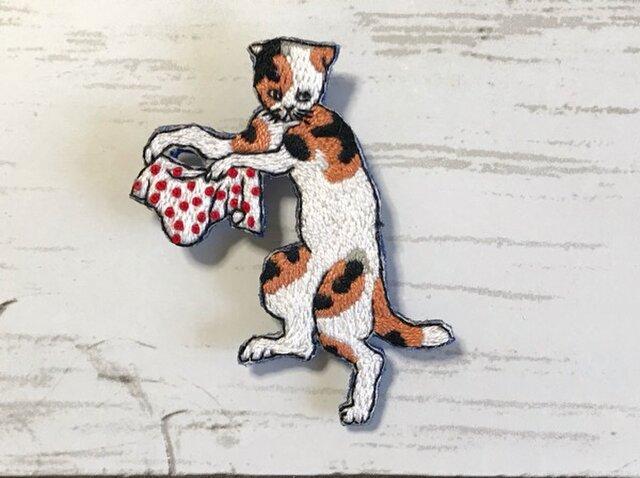 手刺繍浮世絵ブローチ*歌川国芳「猫飼好五十三疋・亀山」の猫の画像1枚目