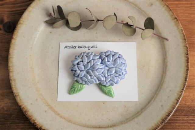 ブローチ 磁器で作った ふたつ紫陽花 ( 薄紫色 )の画像1枚目