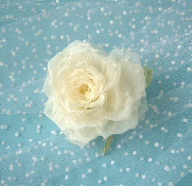 2種シルク使いの巻き薔薇 ばら 白 * コサージュ 髪飾りの画像1枚目