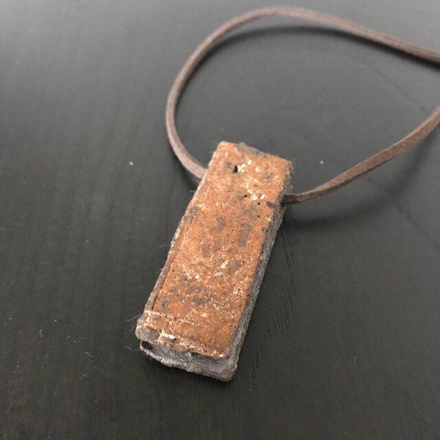 泥彩&焼締「reversible rectangle」革紐チョーカーの画像1枚目