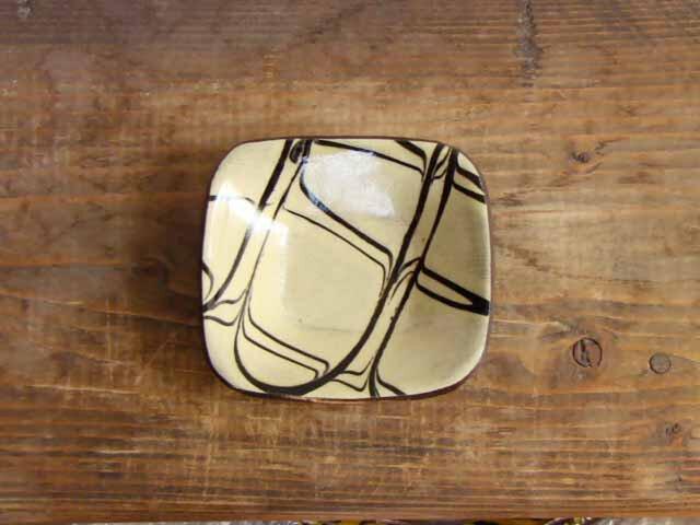白い豆角皿スリップウェアの画像1枚目