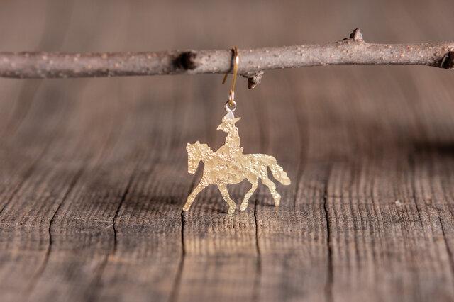 馬に乗った旅人 真鍮ピアス・イヤリングの画像1枚目