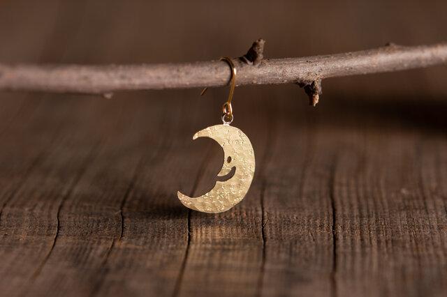 お月さまの真鍮ピアス・イヤリングの画像1枚目