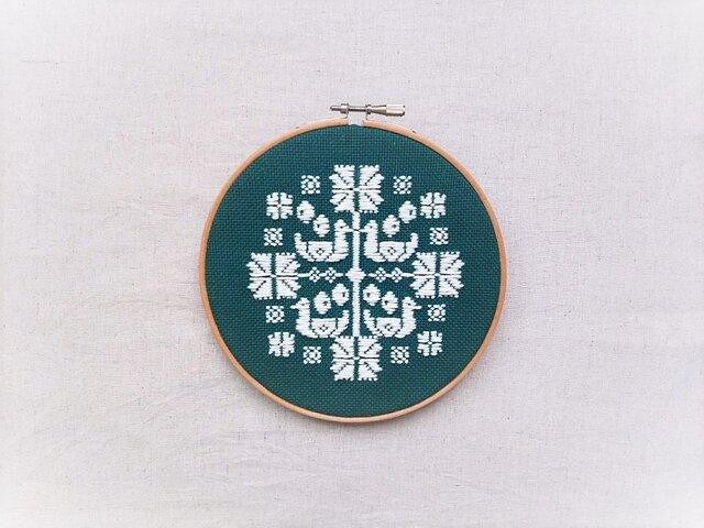 横糸刺繍キット「花時間・鳥」(木枠15cm付き・針なし)の画像1枚目