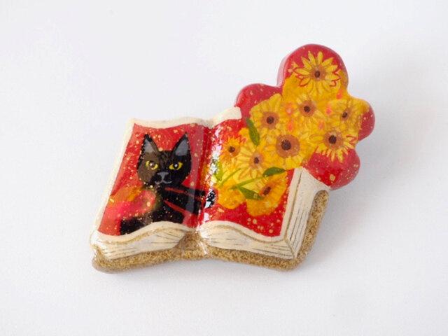 絵本みたいな陶土のブローチ《ヒマワリの君に〜黒猫》の画像1枚目