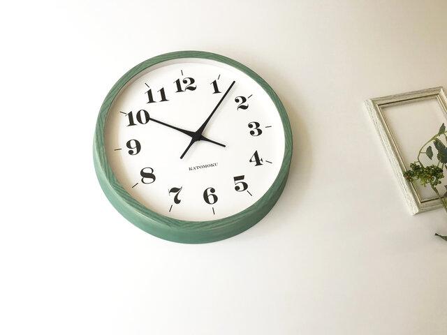 KATOMOKU muku round wall clock 12 グリーン km-97GRC 電波時計 連続秒針の画像1枚目