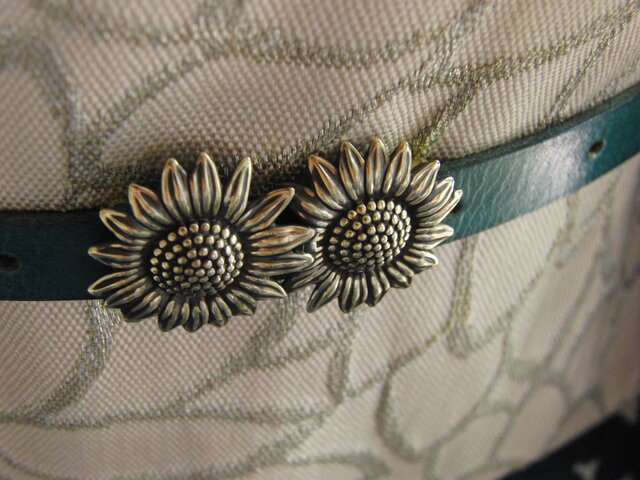 真鍮ブラス製 夏浴衣やポップな着物コーデに向日葵/ひまわり帯留め 帯締めの飾り・ブレスやチョーカー飾りにの画像1枚目