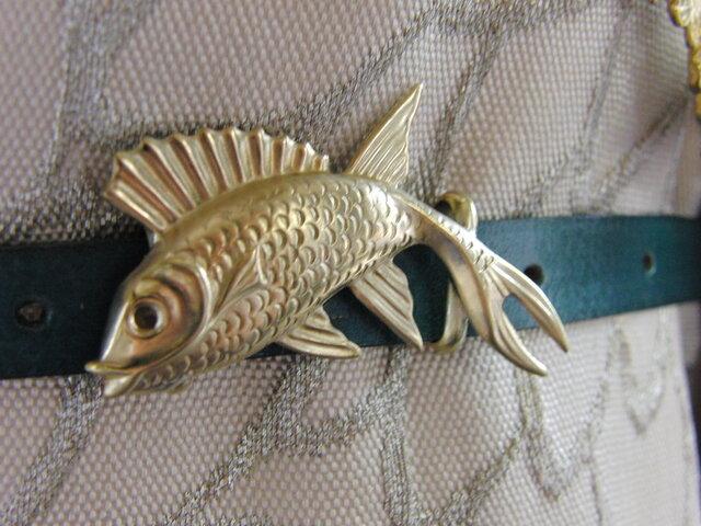 真鍮ブラス製 躍動感のある魚形の帯留め 着物浴衣の帯締めの飾り・ブレスやチョーカー飾りにの画像1枚目