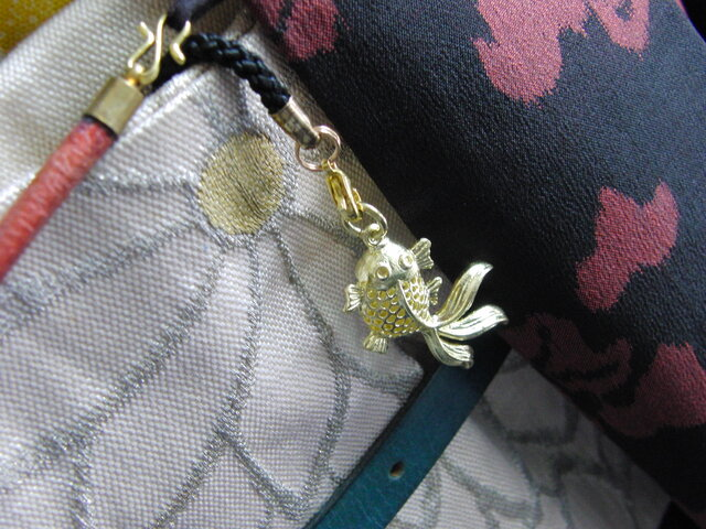 真鍮ブラス製 お祭りコーデにも金魚型根付ストラップ 着物や浴衣の帯飾り・かんざし・ネックレスパーツとしての画像1枚目
