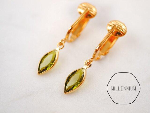 シャネルタイプヴィンテージスワロフスキーのイヤリング oliveの画像1枚目