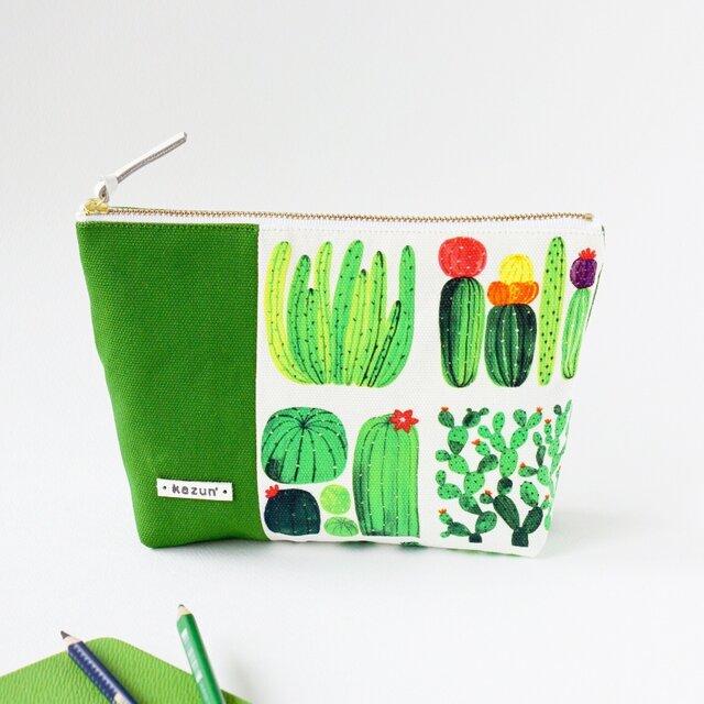 デザイナーズ生地で作ったサボテン柄のマチ付きポーチ・本革使用(サボテン×緑の帆布)の画像1枚目