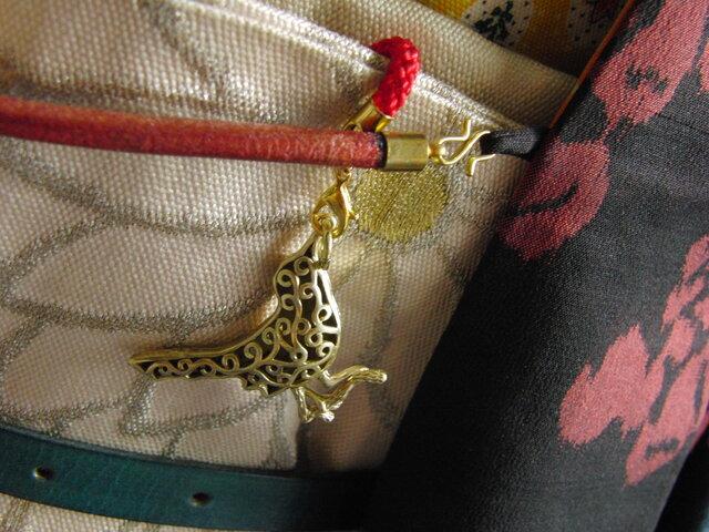 真鍮ブラス製 雀/スズメ鳥型の根付ストラップ 着物や浴衣の帯飾り・かんざし・ネックレスパーツとしての画像1枚目