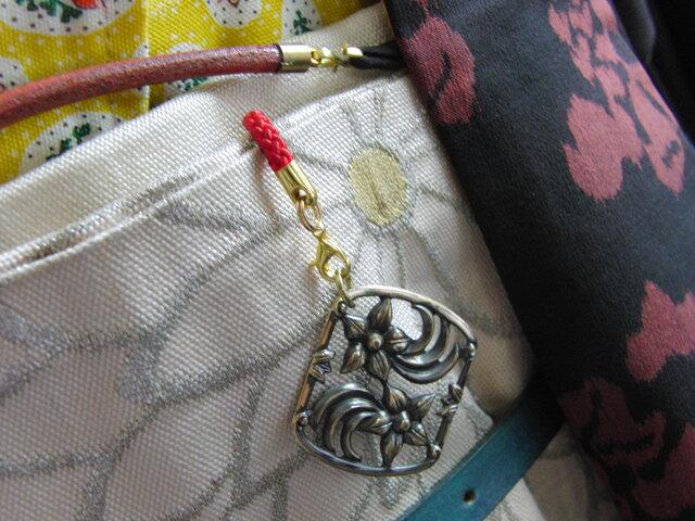 真鍮ブラス製 フラワー/花型の根付ストラップ 着物や浴衣の帯飾り・かんざし・ネックレスパーツとしての画像1枚目