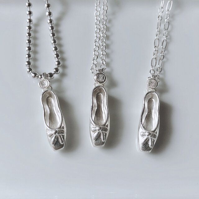 Ballet shoe necklace/silverの画像1枚目
