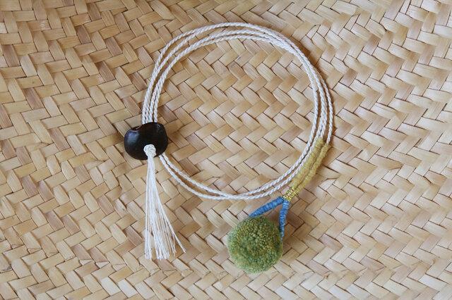 草木染め/自然素材/ポンポン首飾りの画像1枚目