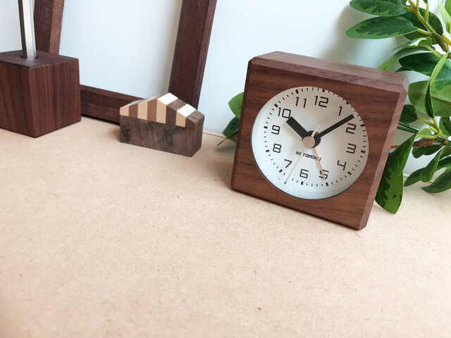 KATOMOKU alarm clock 7 ウォールナット km-100WA 連続秒針 目覚まし時計の画像1枚目