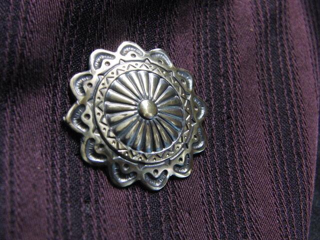 真鍮ブラス製 アンティークボタン風ピンズブローチ 結婚式・成人式などシャツ・ジャケットや帽子・バッグのワンポイントにの画像1枚目
